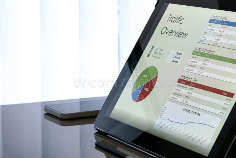 Vente numérique moderne au bureau image stock