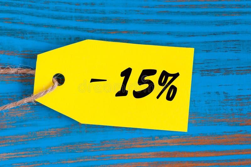 Vente sans 15 pour cent Grandes ventes quinze pour cent sur le fond en bois bleu pour l'insecte, affiche, achats, signe, remise image stock