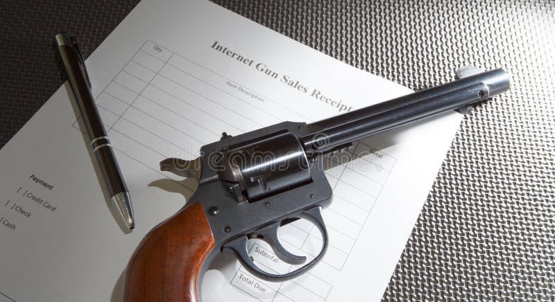 Ventes d'arme à feu d'Internet images libres de droits