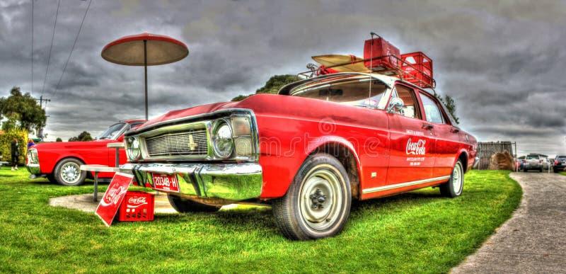 ventes de Ford Coca Cola des années 1970 et chariot de station service images libres de droits