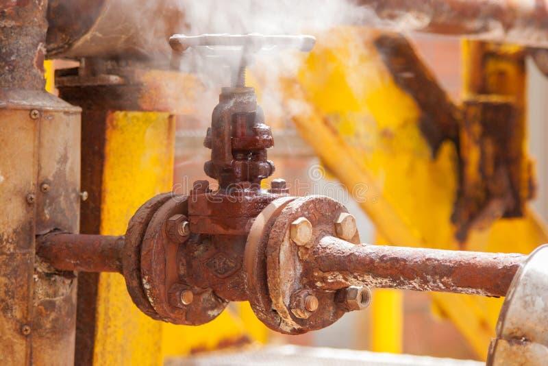 Ventil auf der Rohrleitung lizenzfreie stockfotografie
