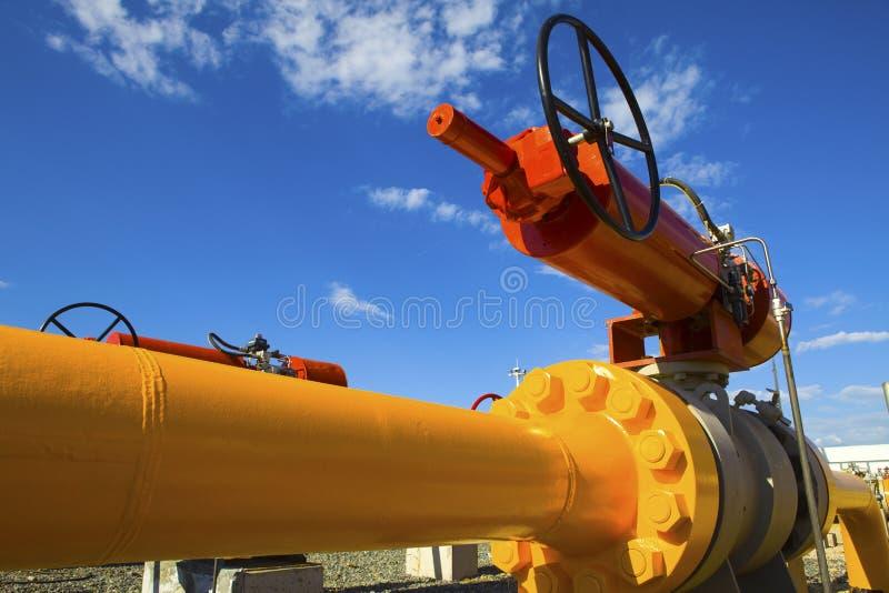 Ventil auf der Rohrleitung lizenzfreies stockbild