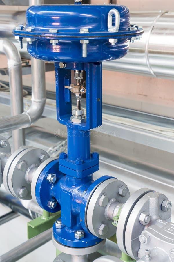 Ventil för pneumatisk kontroll i ett ångauppvärmningsystem royaltyfria foton