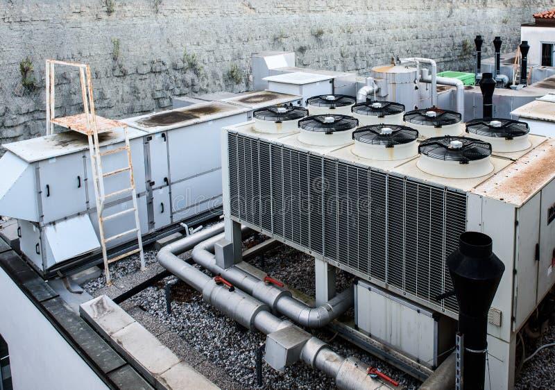 Ventilación industrial de la calefacción y recuperador del aire acondicionado fotografía de archivo