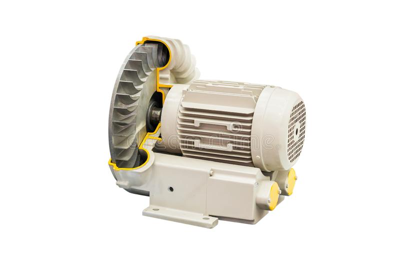 Ventilador centrífugo industrial seccionado transversalmente del vórtice o de la presión con el motor aislado en el fondo blanco  fotos de archivo