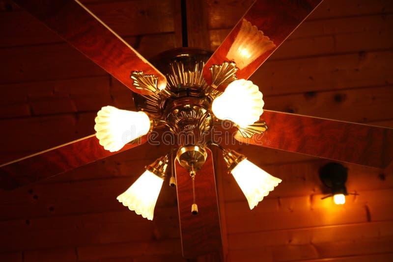 Ventilador da madeira do teto fotos de stock royalty free