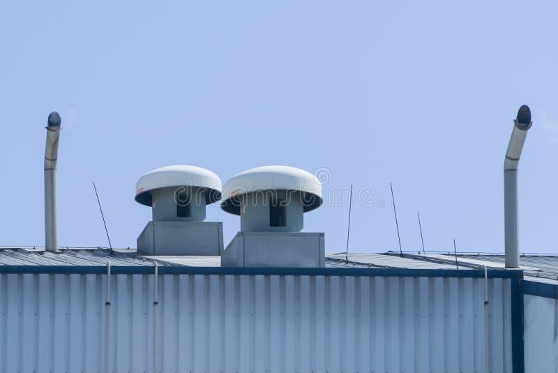 Ventilador de ar para a fábrica no telhado fotografia de stock