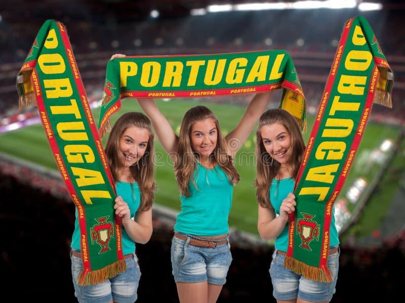 Ventilador de fútbol con el estadio en la parte posterior imágenes de archivo libres de regalías