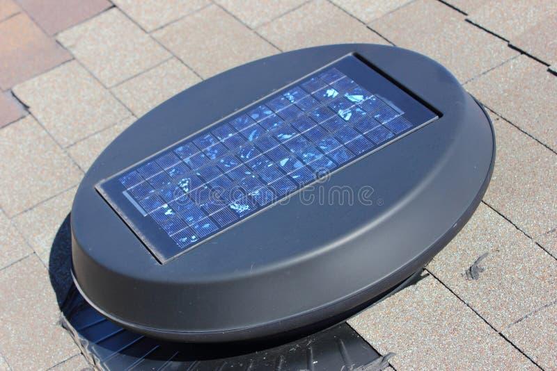 Ventilador de sótão solar fotografia de stock royalty free