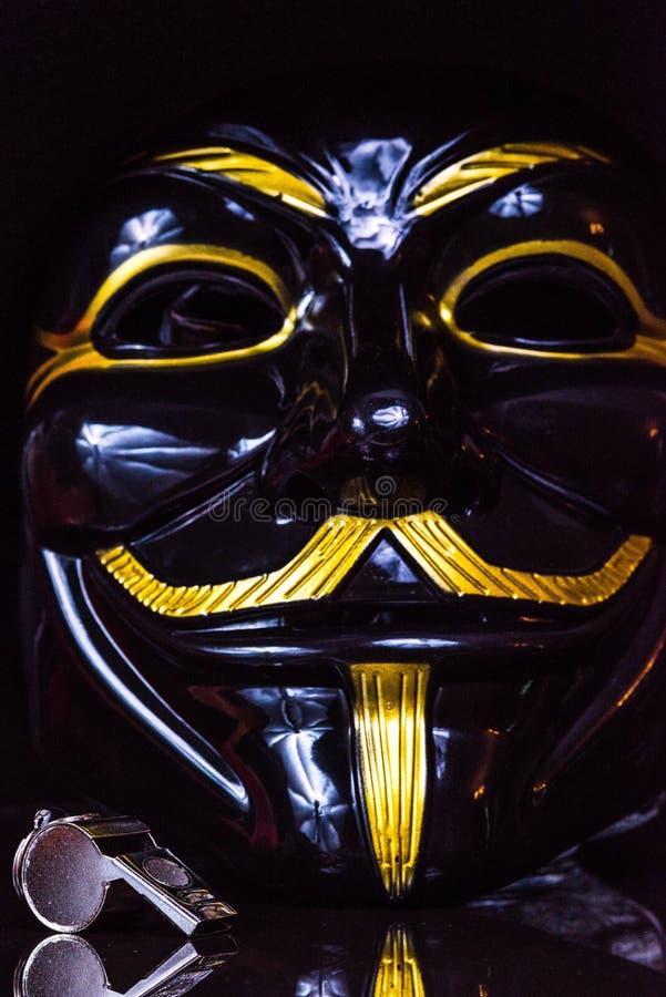 Ventilador do assobio anônimo fotografia de stock