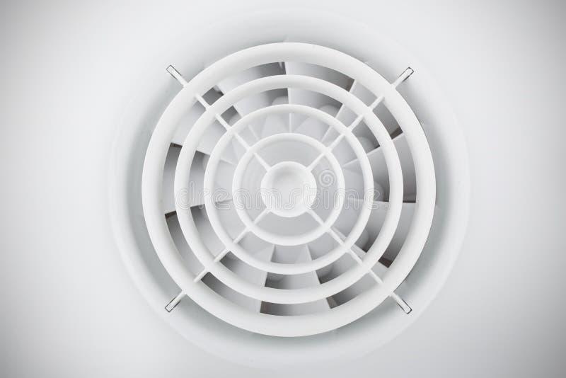 Ventilador plástico blanco redondo del aire imágenes de archivo libres de regalías