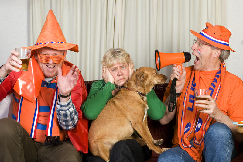 Ventiladores de futebol holandeses foto de stock
