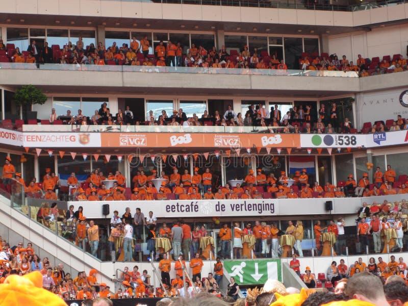 Ventiladores de futebol holandeses fotos de stock