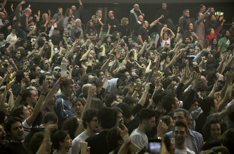 Ventilateurs de concert de rock en Italie photo stock