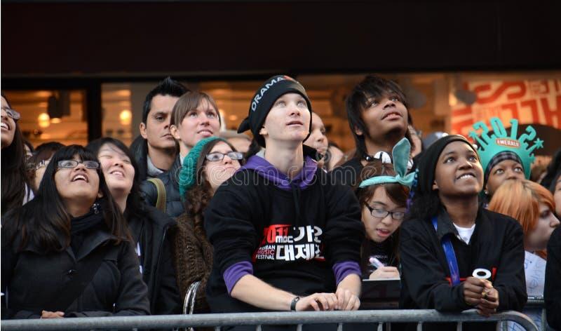 Ventilateurs SS4 dans le Times Square image libre de droits