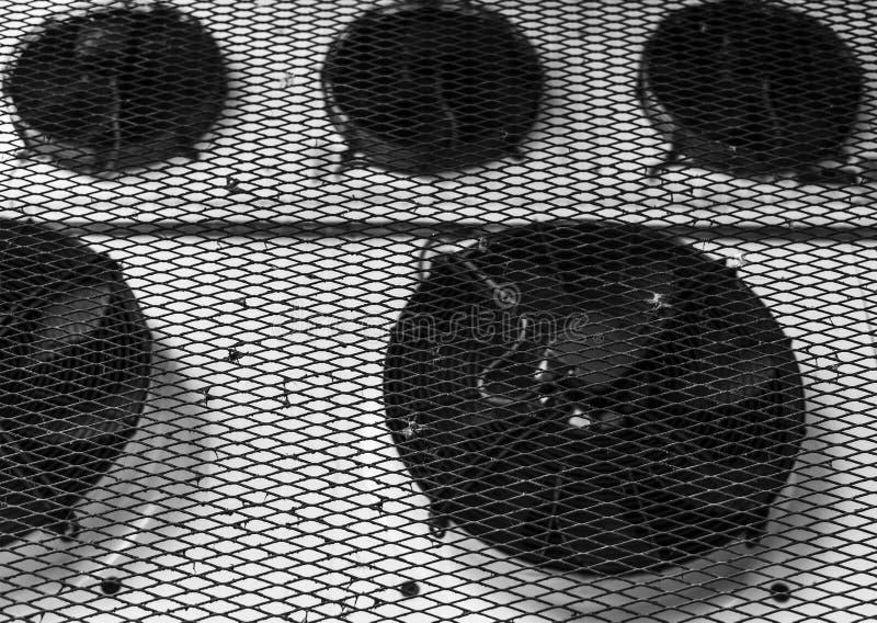 Ventilatieventilators onder beschermend metaalnetwerk royalty-vrije stock fotografie