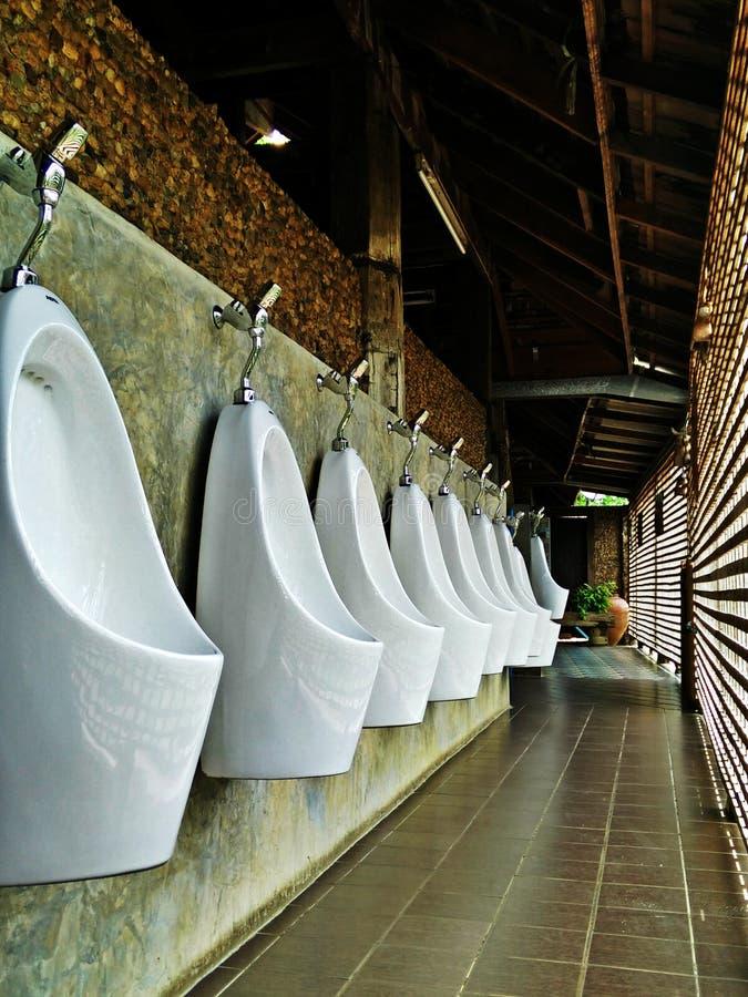 Ventilation d'air ouvert de salle de bains de style d'homme images libres de droits