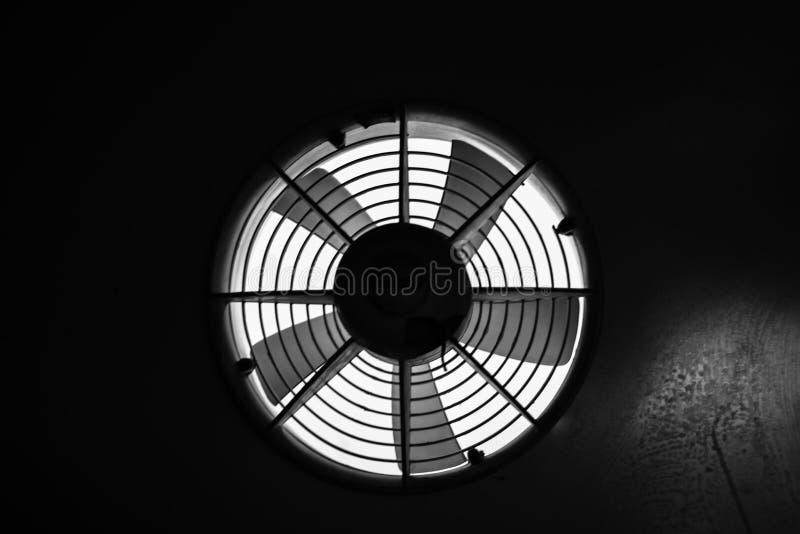 Ventilation i svartvitt arkivbild
