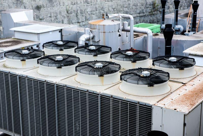 Ventilation industrielle de chauffage et récupérateur de climatisation images stock