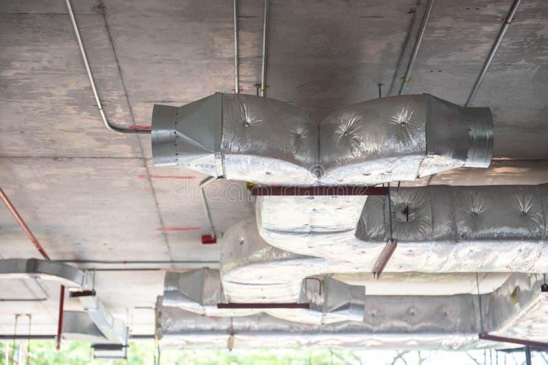Ventilationsavgasrörkanal royaltyfria foton