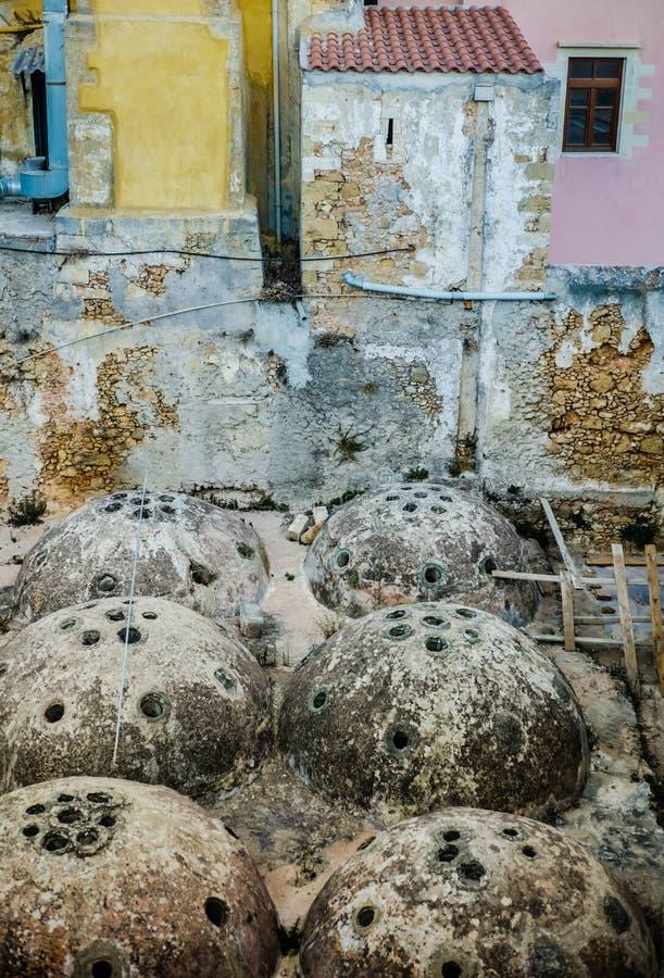 Ventilationskupoler på tak, Kreta royaltyfria foton