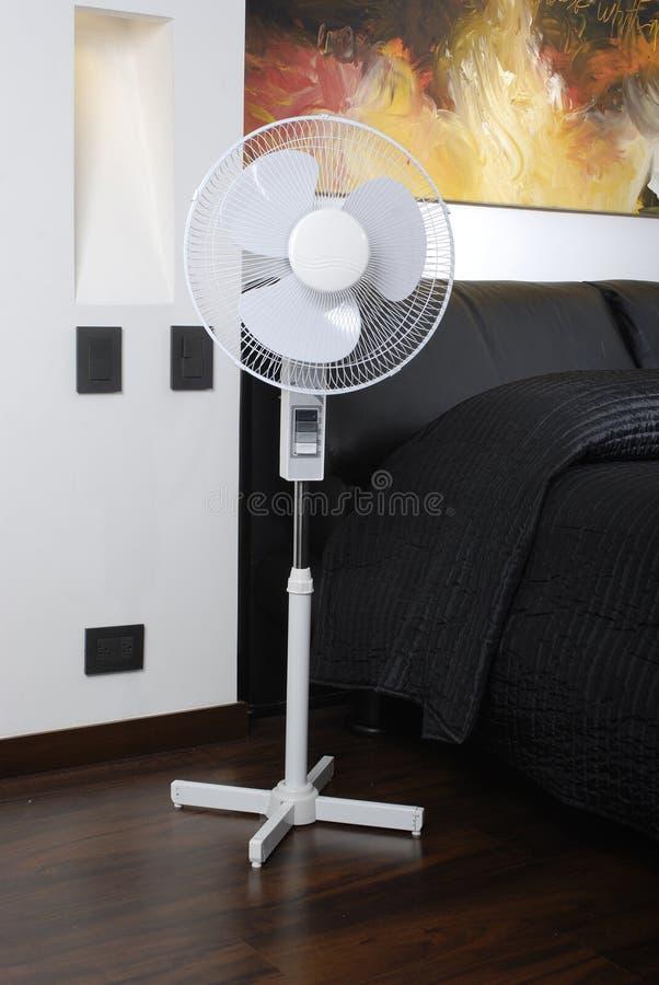 Ventilator Modern Van Vloer In De Slaapkamer Stock Foto - Afbeelding ...