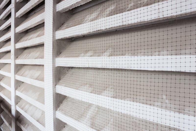 Ventilatore dell'aria con lo schermo di cavo della zanzara immagine stock