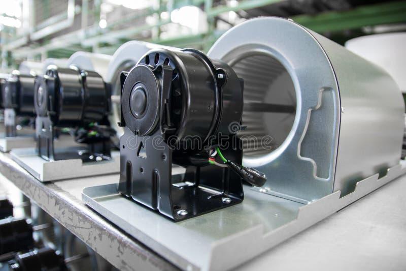 Ventilatormotoren op rollen gravitatie klaar om worden gebruikt stock afbeelding