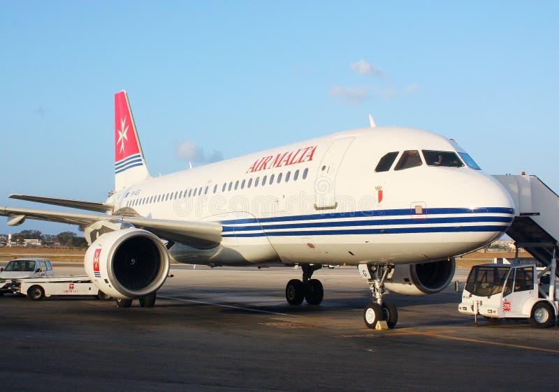 Ventile el aeroplano de Malta en el aeropuerto de La Valeta del La foto de archivo