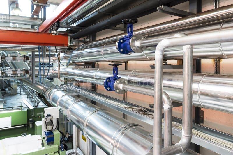 Ventile und Rohre in einer Industrie lizenzfreies stockbild