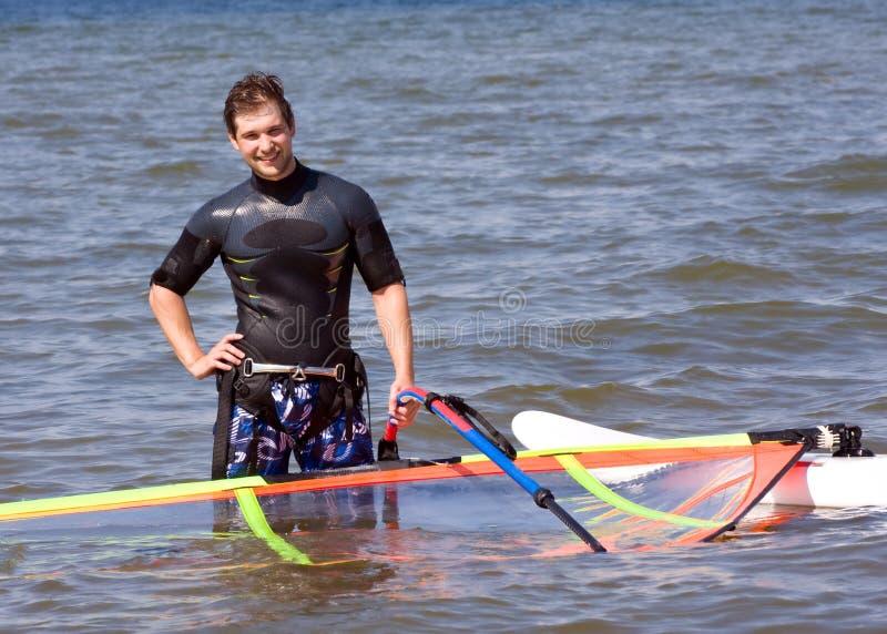Vento de espera do Windsurfer fotografia de stock royalty free