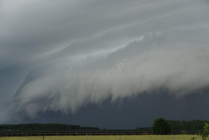 vento della pioggia di temporale della nuvola dello shelfcloud fotografia stock