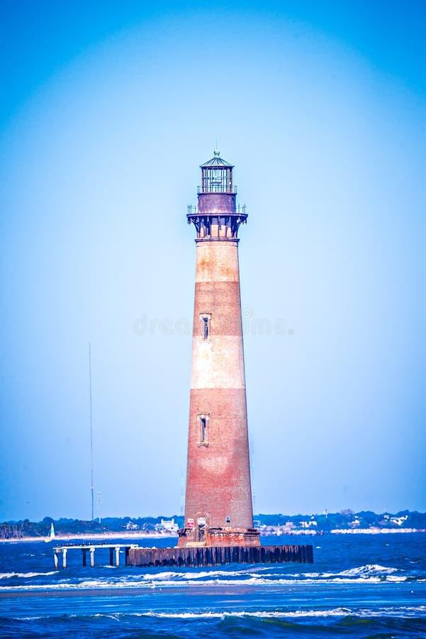 Vento e ressaca pesada em Morris Island Lighthouse imagem de stock