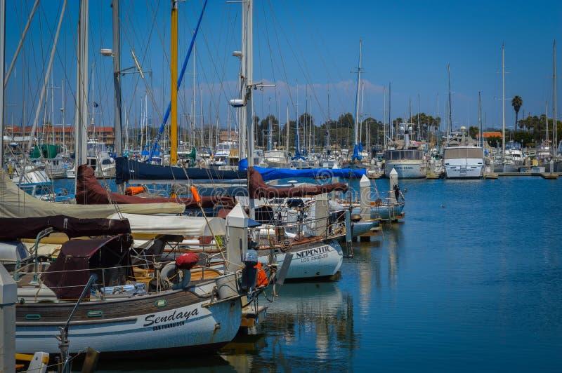 Ventura λιμάνι με Sailboats και το μπλε ουρανό στοκ εικόνες με δικαίωμα ελεύθερης χρήσης