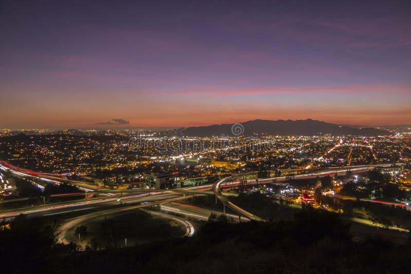 Ventura Freeway bei Glendale-Autobahn-Los Angeles-Sonnenuntergang lizenzfreie stockfotografie