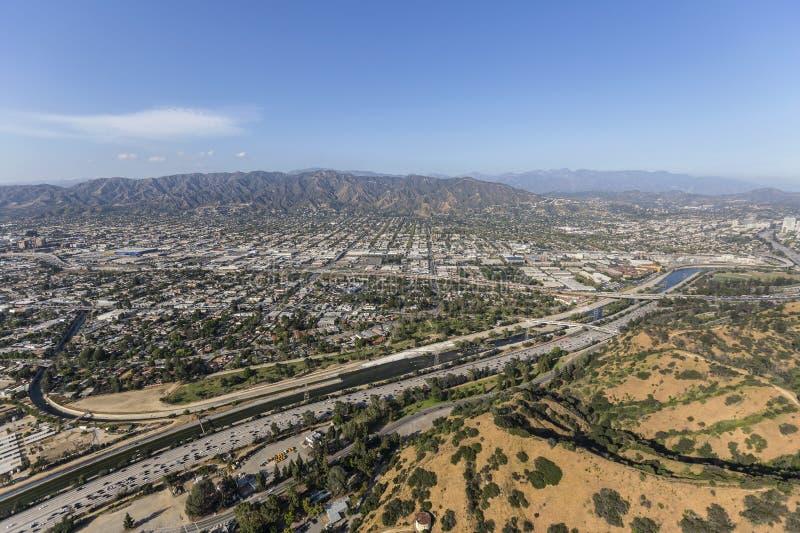 Ventura Freeway und Los Angeles-Fluss-Antenne stockbild