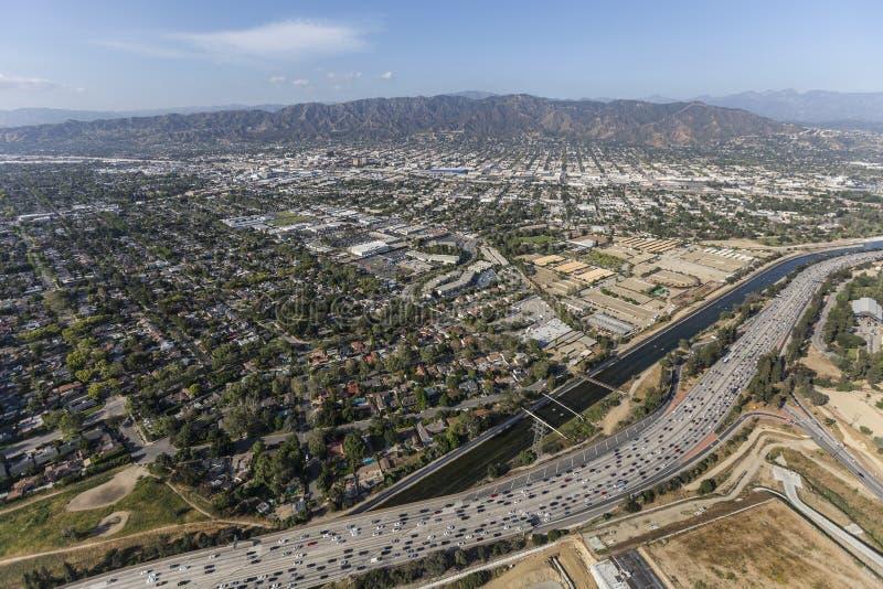 Ventura Freeway und Los Angeles-Fluss in Burbank lizenzfreies stockbild