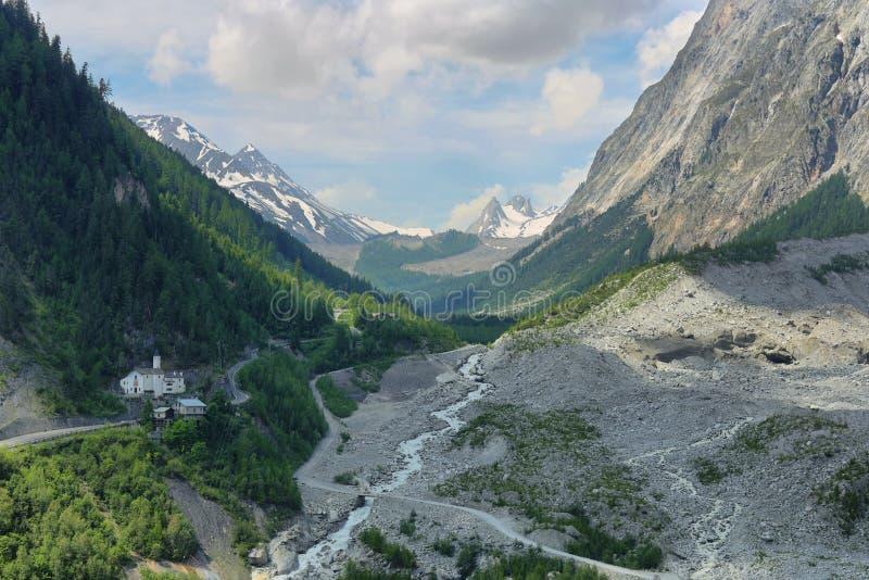 Veny dolina, val Włochy - d ' aosta - Rzeczny Dora veny zdjęcia royalty free