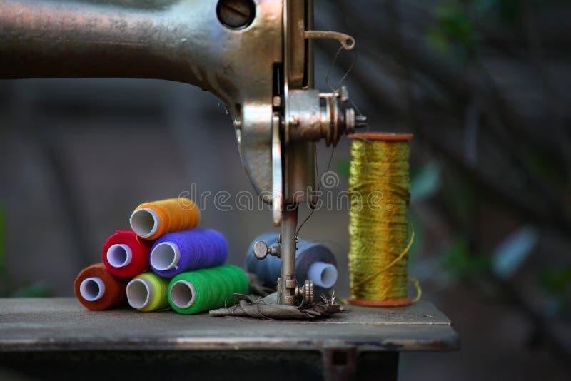 verão da máquina de costura do metal do vintage fotos de stock
