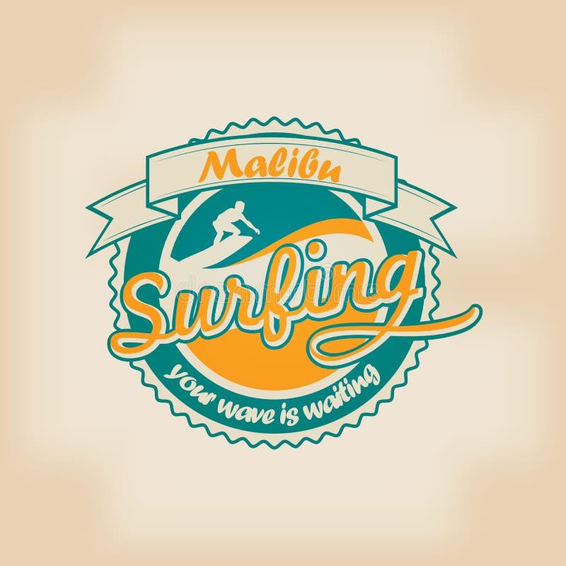 verão que surfa o emblema retro do logotipo do vintage ilustração do vetor