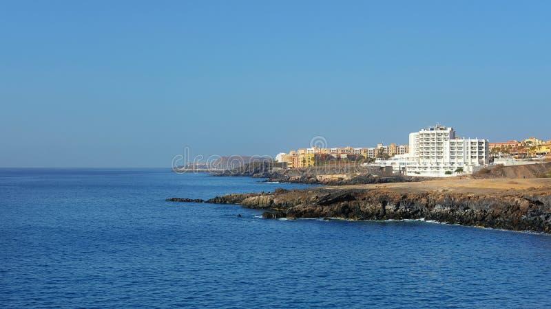verão, vistas claras para San Blas e Golfe del Sur, recursos do sul populares em Tenerife, Ilhas Canárias, Espanha foto de stock royalty free