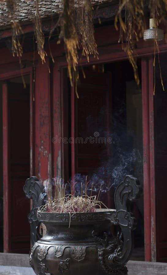 Verärgern Sie Burning am Tempel Jade Mountains in Hanoi Viet lizenzfreie stockfotos
