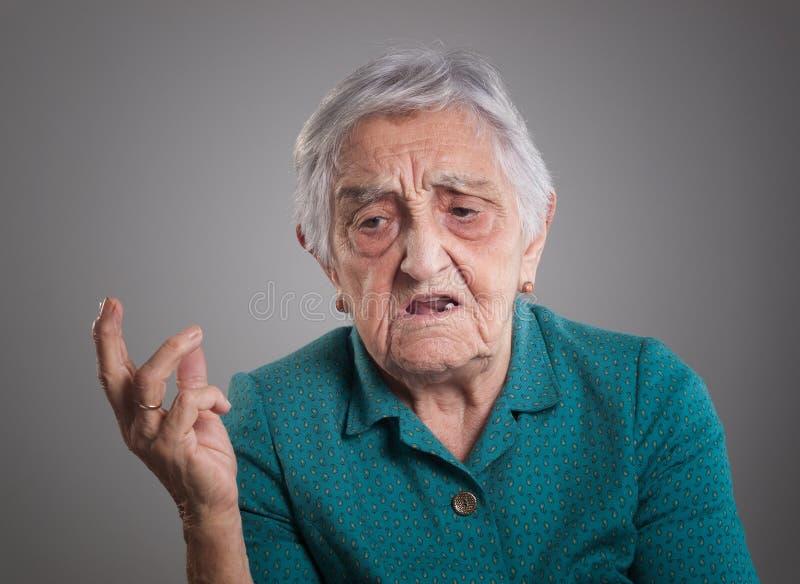 Verärgerte ältere Frau stockfotos