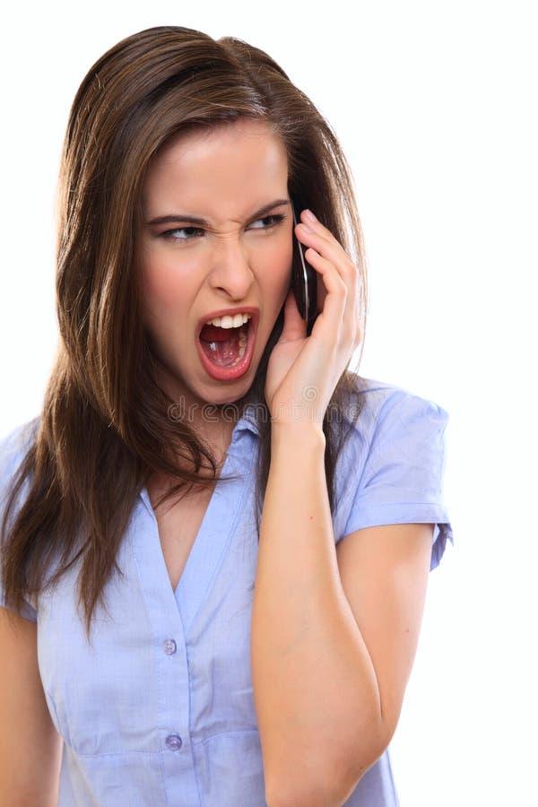 Verärgerte Brunettefrau, die einen Aufruf bildet lizenzfreies stockfoto