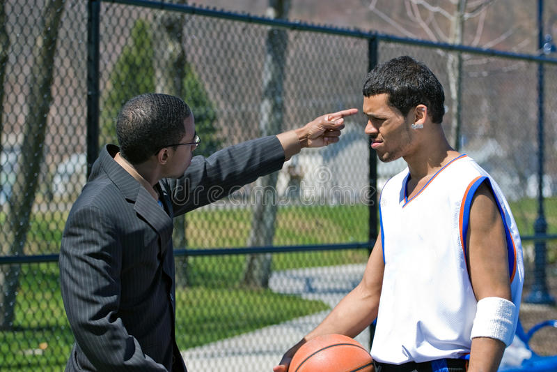 Verärgerter Basketball-Trainer lizenzfreie stockbilder