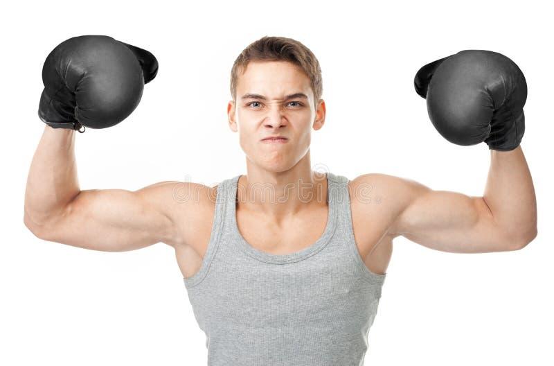 Verärgerter Boxer, der Bizeps zeigt lizenzfreies stockfoto