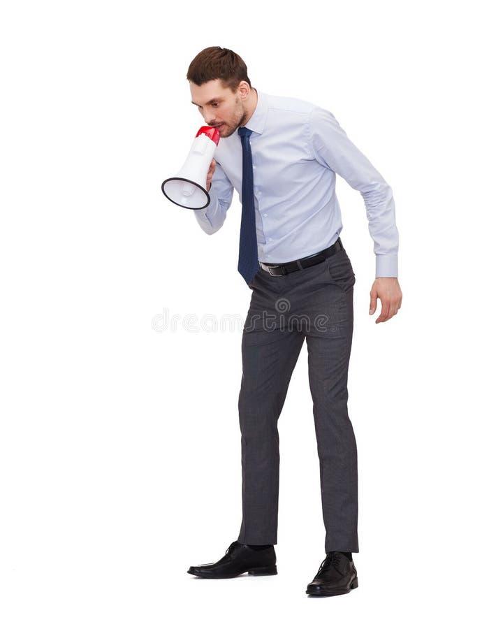 Verärgerter Geschäftsmann mit Megaphon lizenzfreies stockbild