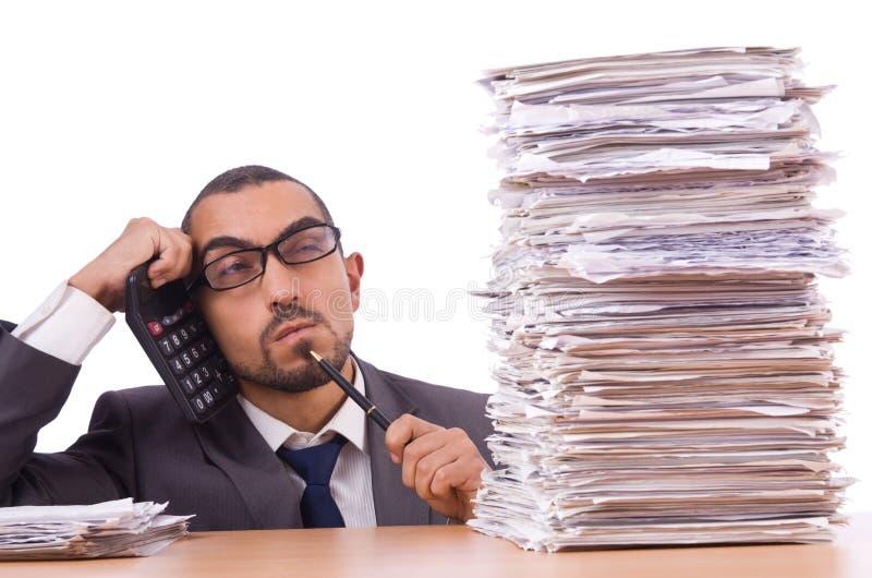 Verärgerter Geschäftsmann mit Stapel lizenzfreies stockbild