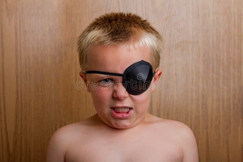 Verärgerter junger Pirat stockfoto