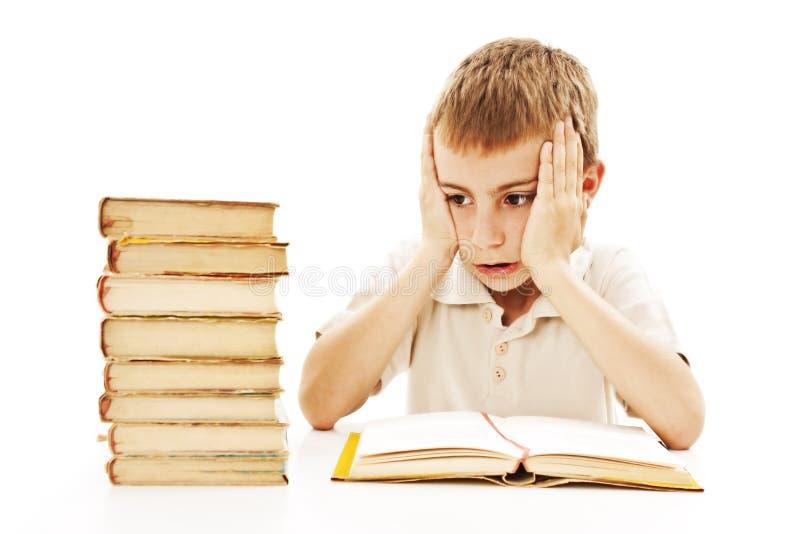 Verärgerter Schüler mit Lernenschwierigkeiten lizenzfreies stockbild